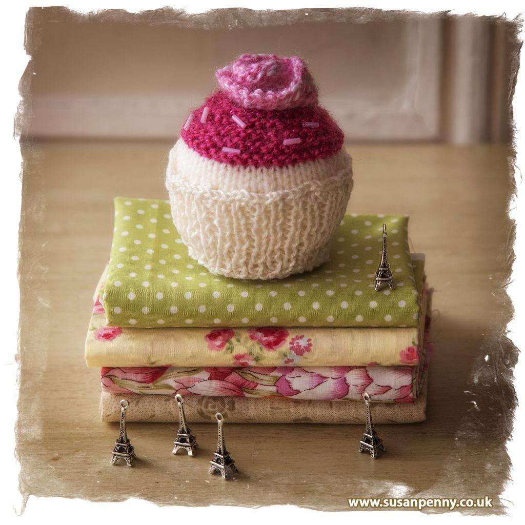 Susan Penny knitted cupcake www.susanpenny.co.uk